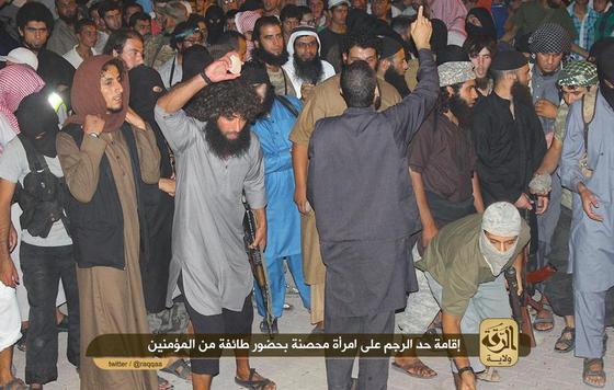 IS-Raqqah-stoning-woman3.jpg