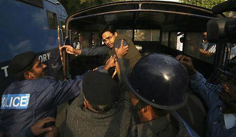 pakistan-arrests-11042007.jpg