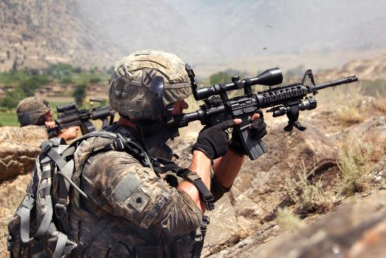 Afgh-US-troops-return-fire.jpg