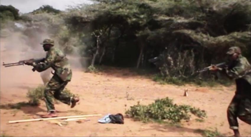 Shabaab-suicidio-asalto de formación en equipo