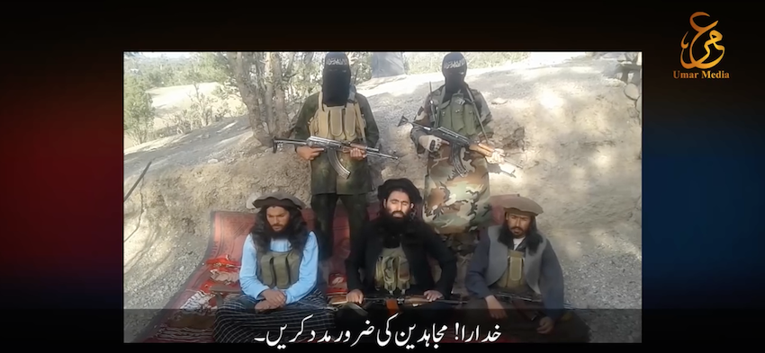 Akhtar Mohammad Khalil [center], the Movement of the Taliban in Pakistan's commander for North Waziristan.