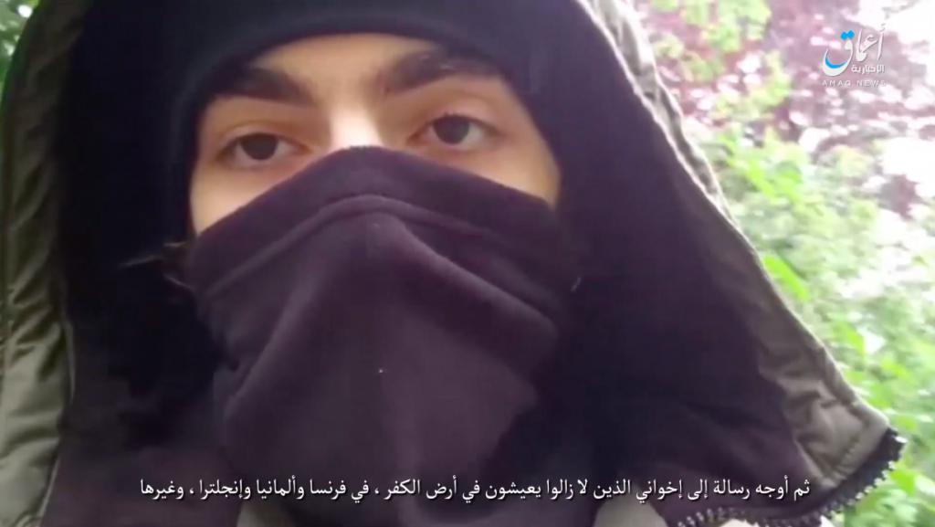 Los asaltantes en Tayikistán juraron lealtad a Baghdadi antes del ataque 18-05-13-Amaq-video-of-Paris-knife-terrorist-swearing-allegiance-to-Baghdadi-1024x577
