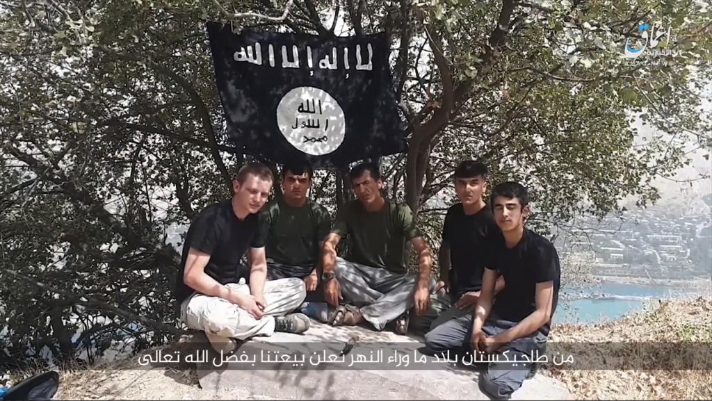 Los asaltantes en Tayikistán juraron lealtad a Baghdadi antes del ataque 18-07-31-Amaq-video-of-terrorists-in-Tajikistan-1024x577